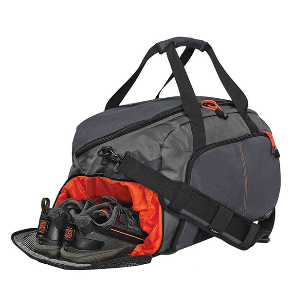 Gym bag with shoes compartments