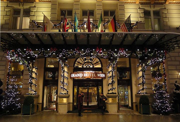 Grand Hotel Wien Entrance